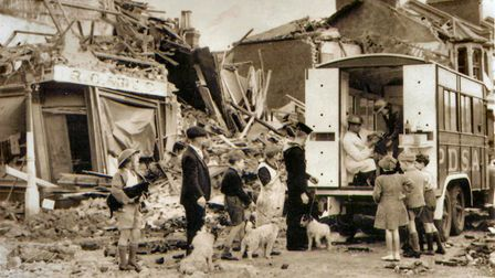 Mobile PDSA animal clinic visits bomb-damaged East End during the Blitz. Picture source: PDSA
