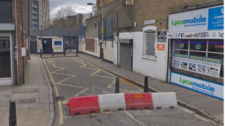 """Tower Hamlets Council turns cul-de-sac in Salmon Lane into children's play street to """"reduce air pol"""
