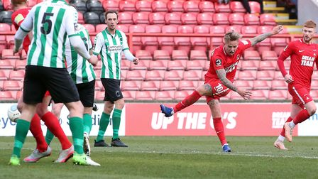 Jordan Maguire-Drew lets fly for Leyton Orient against Blyth Spartans (pic: Simon O'Connor).