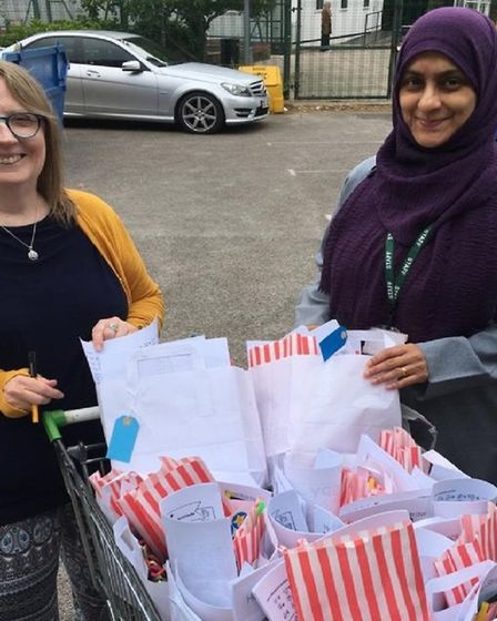 Community volunteers distribute food to families in need in Shadwell and Wapping during lockdown. Pi