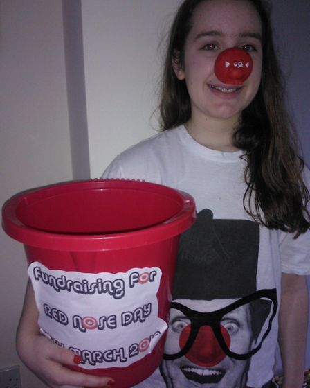 Maggie Powell collecting for Comic Relief
