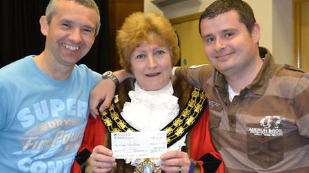 Mayor of March, Jan French makes donations to Teilo Pearce and colleague £200 for contribution to Es