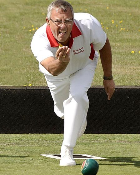 March Bowls finals. Roly Frost bowling.