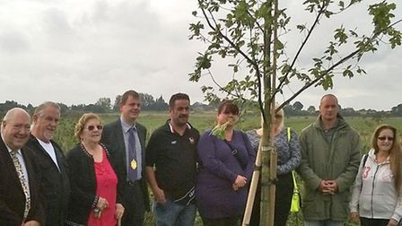 Ceremony was held to mark the unveiling of a tree and plaque in memory of former Chatteris Town Coun