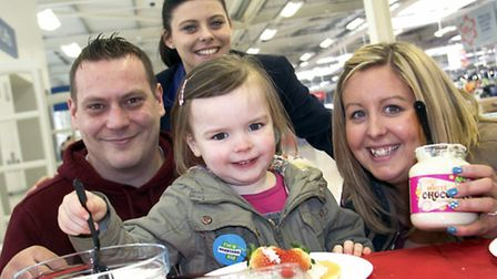 Darcie Bates (4) of Wisbech with mum Natalie and partner Andy Heighton of Wisbech with Tesco Communi