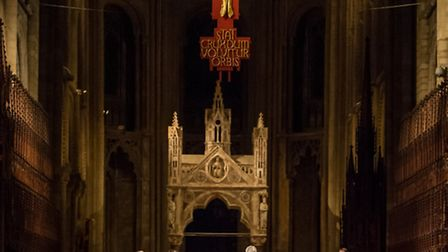 Robert Quinney conducting the Cathedral Choirs and the Saraband Consort in Peterborough Cathedral, D