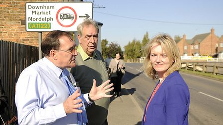 Liz Truss MP with Cllr Chris Crofts discussing the dangerous crossing of Rectory Road and The Isle B