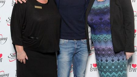 Slimming World Consultants Sharon Heaps, left, and Karen Roe cuddle up to singer and TV presenter Pe