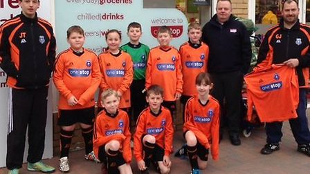 One Stop Shop in the Causeway March presents new kit to March Rangers Youth U9s
