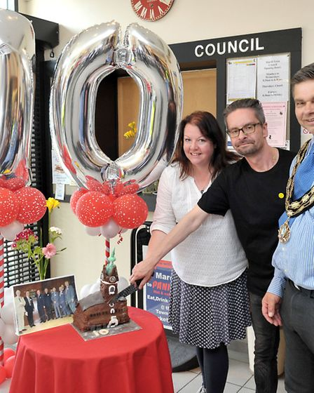 Ten years of Peter Skoulding handing over the town hall building, March. Cutting of the cake, Left: