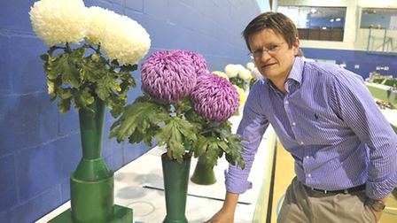 Ely Horticultural Society Autumn Show, Chrysanthemum Judge Andy Wickham,