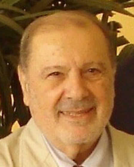 Dr Robert Bendavid, among authors of reports outlining mesh complications
