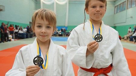 Ewan Noble and Yonas Aldous with their silver medals