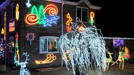 Robert and Amanda Dempsey, Christmas lights to raise money for Cancer Research UK. Willow House, Dun