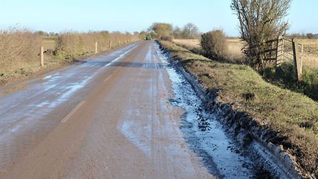 Byall Fen Drove, Manea. Mud on road. Picture: Steve Williams.