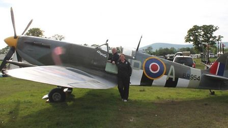 Bill and Tammy Richards with the Spitfire