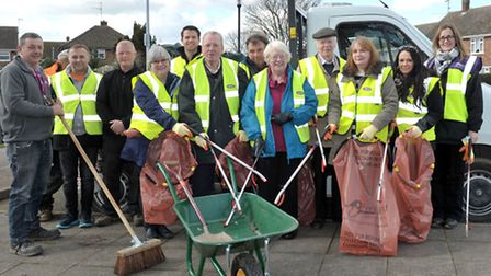 Clean for the Queen, Waterlees in Bloom and Street Pride group, ready to set off litter picking. Pic