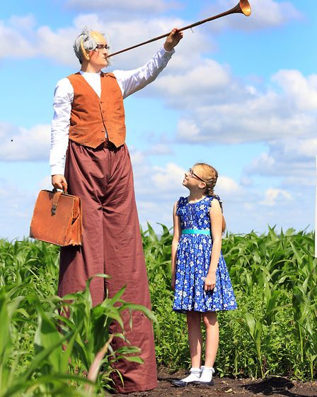 ROALD DAHL FAN CREATES WORLDS BIGGEST BFG MAZEPictures show The BFG and Lucy Gowler, age 11 inside