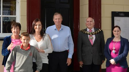 Nicky Hemsley with her family, Mayor of March Councillor Andrew Donnelly and Deputy Mayor Councillor