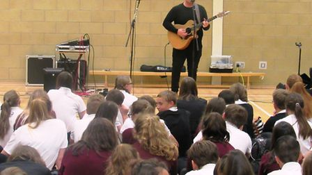 Suffolk singer-songwriter puts on workshop and performs at Cromwell Community College, Chatteris