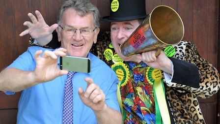 Lord Toby Jug taking a selfie with John Elworthy, editor of the Cambs Times and Wisbech Standard. Pi