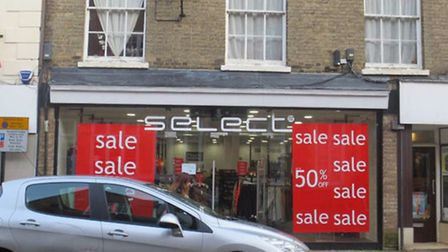 Planners reject retrospective bid for illuminated signage at Select in Ely