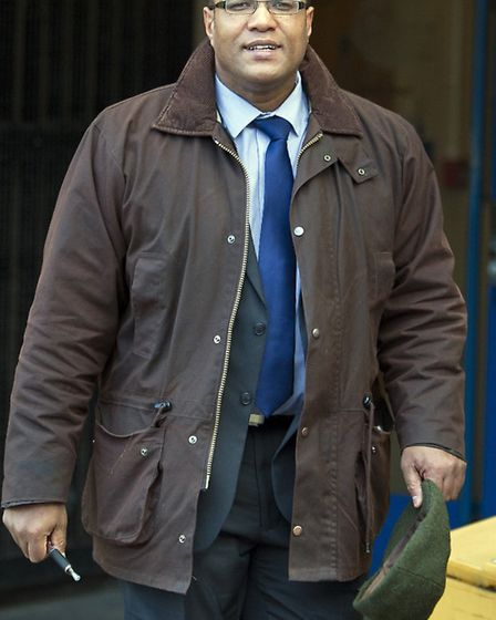 southbedsnews agency- luton.. (fairlys)....pic..cambridge police officer at luton crown court....sym