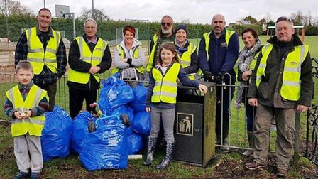 """Hardy volunteers turned out in the rain and wind to support Keep Britain Tidy's """"Great British Sprin"""