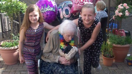 Dulcie Reynolds, 100, with her great-great-nieces Gracie (right) and Molly (left). Picture: MIKE COL