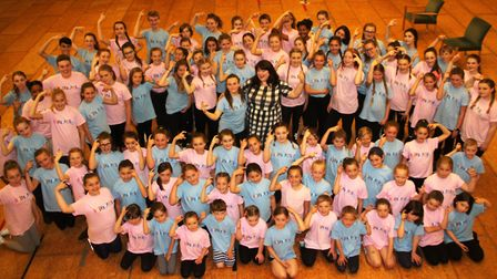 West End 'Hairspray' star Leanne Jones visits KD Academy students in Soham. PHOTO: Mike Rouse.