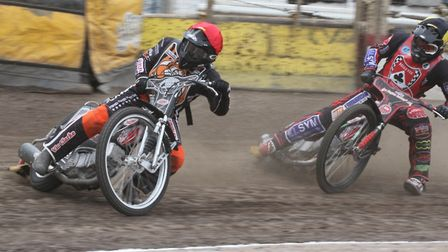 Jon Armstrong (left) combined with Jordan Jenkins to fire Mildenhall Fen Tigers to a thrilling victo