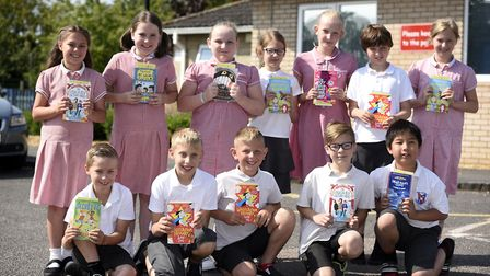 Glebelands - MP Steve Barclays Read to Succeed raises over 2,000 new books for local children
