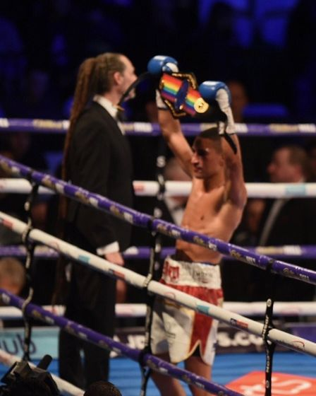 Jordan Gill of Chatteris took the Commonwealth featherweight boxing title tonight in a thrilling enc