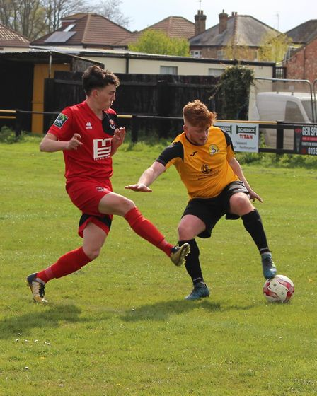 Gibson holds off a defender (pic Imogen Goult)