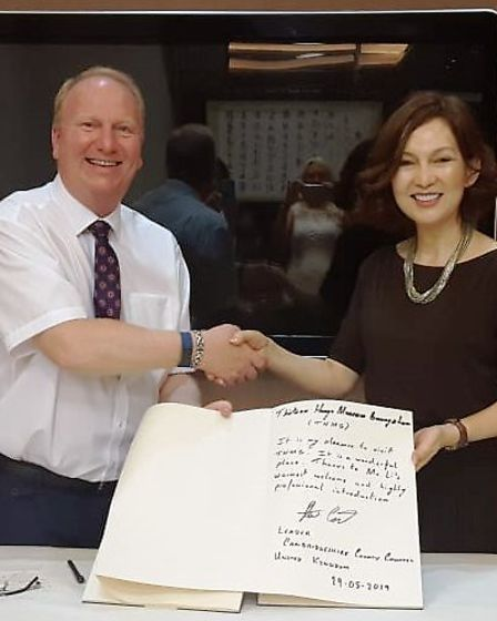 Cllr Count signs the visitors book at the Thirteen Hongs Guangzhou Museum during his visit to China.