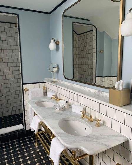Cambridge's University Arms is the perfect place for your UK staycation this summer. The bathroom in