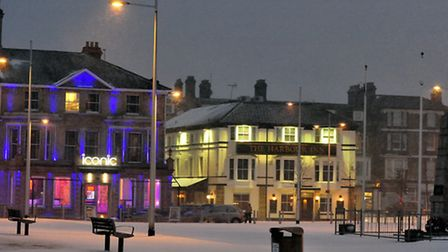 More snow covers Lowestoft on Sunday evening.(20/01/13)