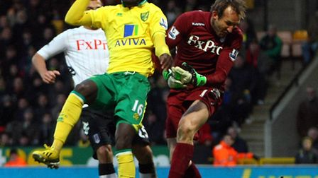 New Norwich City signing Kei Kamara challenges Mark Schwarzer for the ball with the Fulham goalkeepe