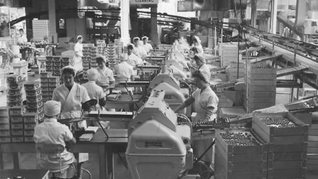 TRADE AND INDUSTRY WORKERS AT CALEYS CHOCOLATE FACTORY DATED 1959 PRINT C2012