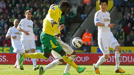 Kei Kamara is foiled by Dwight Tiendalli. Picture: Paul Chesterton / Focus Images