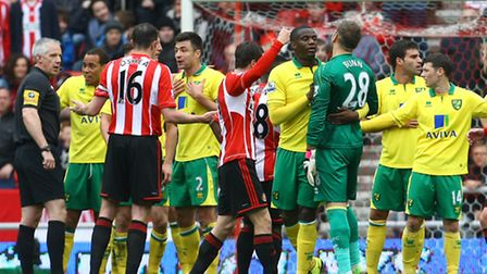 Norwich City keeper Mark Bunn has to accept his fate after being sent off in Sunday's 1-1 Premier Le