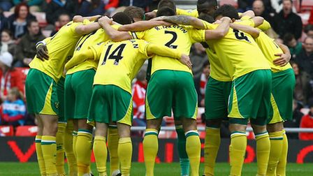 Norwich City huddle up before kick-off at the Stadium of Light. Picture by Paul Chesterton/Focus Ima