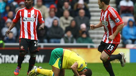 Elliott Bennett takes a knock to the face during Norwich City's draw at Sunderland. Picture by Paul