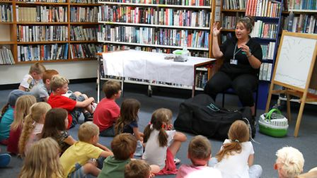 Jessica Lavelle, educational presenter from Zoolab, gave an exotic animal talk to children at Budlei