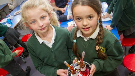 Drakes primary year two children during a science afternoon event. Ref exb 13 19TI 0907. Picture: Te