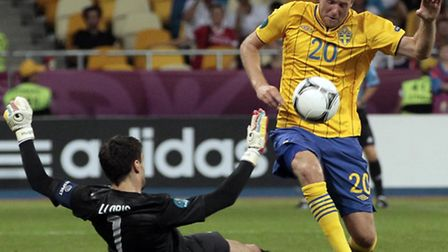 Swedish international and Canaries' transfer target Ola Toivonen is prepared to listen to what Norwi