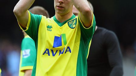 Picture by Paul Chesterton/Focus Images Ltd +44 7904 640267Steven Whittaker of Norwich acknowledges