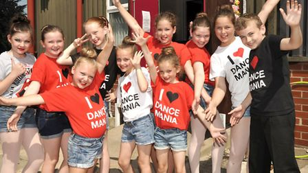 Lisa Dickinsons DANCE MANIA performers returned to the Braza club for their annual cabaret show.