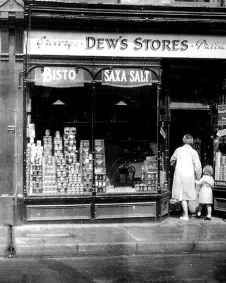 A Pakefield Scrapbook, compiled by John Holmes. Dew's grocery shop in the Glendower building.