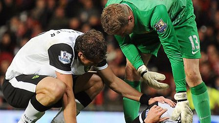 Norwich City midfielder Robert Snodgrass suffered a worrying head injury in Tuesday's 4-0 Capital One Cup exit at...